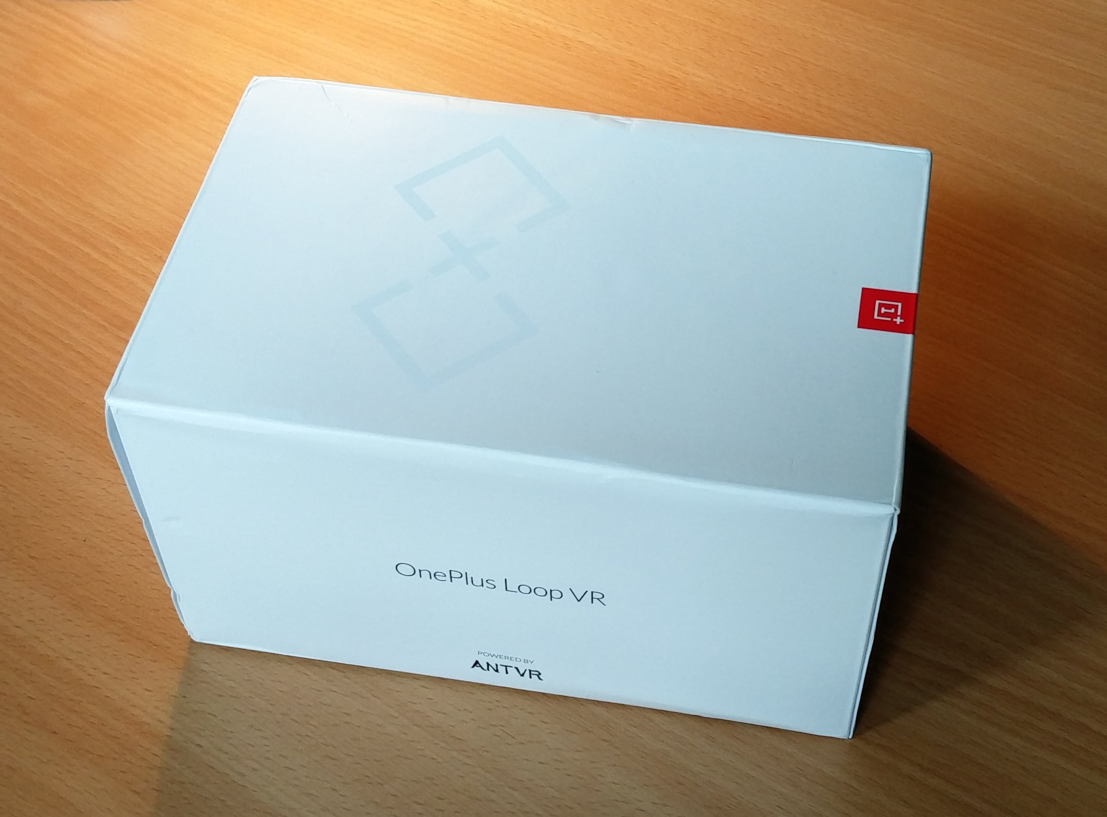 White box of the OnePlus Loop